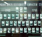 12.A osztály tablója 1992-1998-ből (Fotózott tabló)